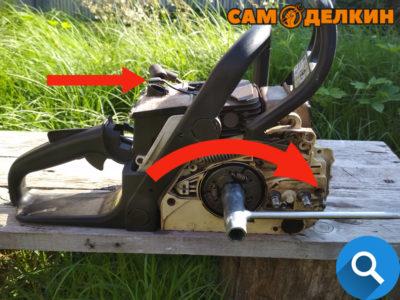 Далее ключом, который идет в комплекте (либо трещеткой с головкой на 19 мм) откручиваем сцепление - резьба левая, откручиваем по часовой стрелке