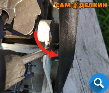 Выпрессовываем аммортизаторы из корпуса рукоятки (3 места крепления) Убираем круговую рукоятку в сторону