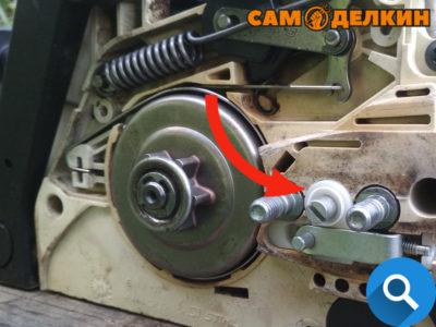 В крышке шины уже есть отверстие под данного типа натяжитель, поэтому никаких изменений вносить в конструкцию больше не потребуется. Согласитесь данный вариант натяжки более удобен?
