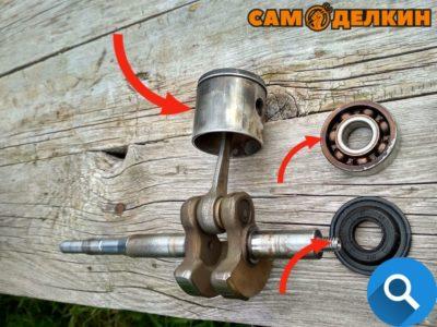 Конкретно на данной бензокосе будут заменены сальники и подшипники коленчатого вала, а также компрессионное кольцо. Поршень чиститься от нагара.
