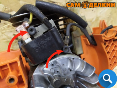 Если менялся цилиндр - монтируем катушку зажигания, фиксируем ее на два винта, но не закручиваем до конца. Необходимо выставить зазор зажигания.