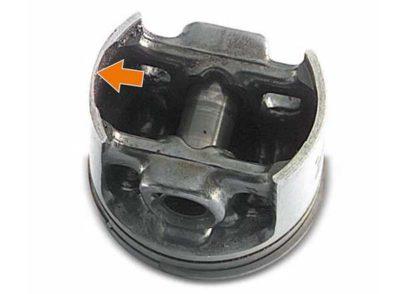 Сильное стирание нижней части юбки поршня: Отсутствие воздушного фильтра Воздушный фильтр с поврежденным фильтрующим элементом Не подходящий для данной бензопилы воздушный фильтр