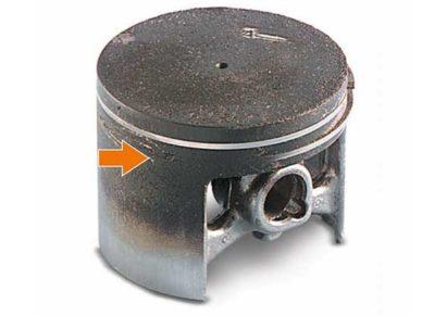Сильный нагар в зоне колец Использование непригодного масла для двигателя Налипание остатков нагара на поверхности поршня и колец (ухудшение подвижности колец в канавке)