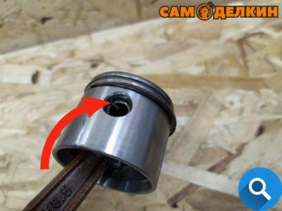 Для того чтобы демонтировать поршень с коленвала - необходимо снять стопорные кольца