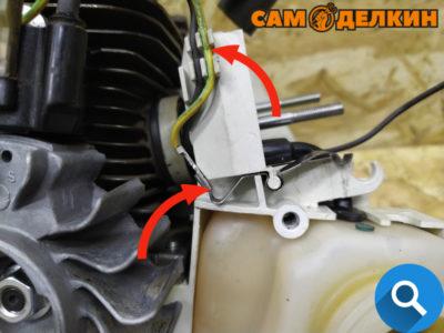 Фиксируем контактную пружину в картере. Обратите внимание в картере есть посадочные места, аккуратно укладываем провода.