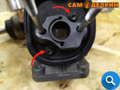 Далее необходимо с хорошим усилием зафиксировать винты. Помните! Важно контролировать затяжку винтов в противном случае возможна поломка адаптера!