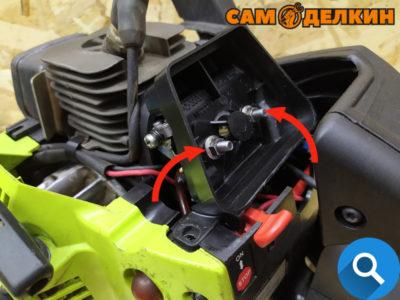 Фиксируем адаптер воздушного фильтра двумя гайками
