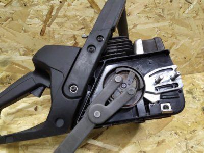 Блокировать поршень необходимо для того, чтобы открутить муфту сцепления (резьба левая - откручиваем по часовой стрелке!) Необходим съемник либо ключ для разборки автомобильных стоек