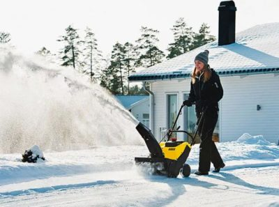 Электрический или бензиновый снегоуборщик, что лучше и практичнее