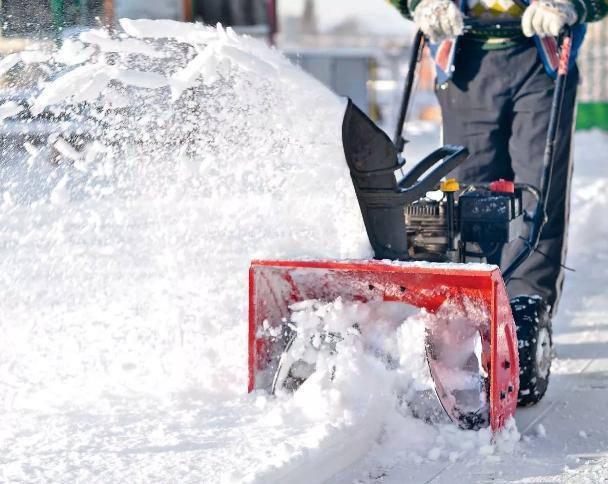 12 дешевых бензиновых снегоуборщиков - рейтинг 2020